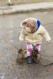 使用在泥的孩子 图库摄影
