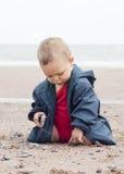 使用在海滩的婴孩 免版税库存图片