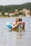 使用在海洋的逗人喜爱的孩子 免版税库存照片
