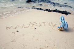 使用在海滩的婴孩 免版税库存照片