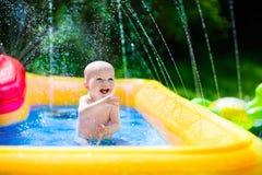 使用在游泳池的愉快的婴孩 库存图片