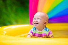 使用在游泳池的愉快的婴孩 图库摄影