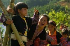使用在爱市场节日期间的孩子在越南 库存照片