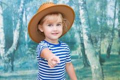 使用在牛仔的小女孩 免版税图库摄影