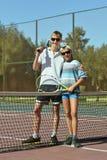 使用在网球的兄弟 免版税库存照片