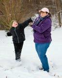 使用在雪的母亲和儿子 免版税库存照片