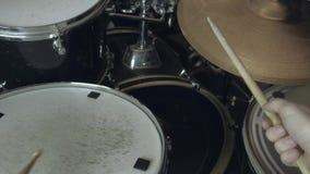使用在鼓的爵士乐鼓手 4K 关闭射击 股票视频