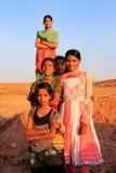 使用在水库, Khichan villag附近的小组地方孩子 免版税库存图片