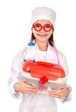 使用在医生的可爱的微笑的小女孩 免版税库存照片