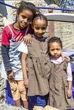 使用在city's街道的三个埃赛俄比亚的正统基督徒孩子 免版税库存照片