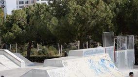 使用在Skatepark的孩子 股票录像