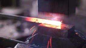 使用塑造的气锤高热金属 股票录像