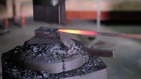 使用塑造的气锤高热金属 影视素材