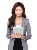 使用填充个人计算机女商人 免版税图库摄影