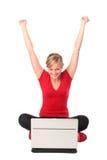 使用妇女年轻人的膝上型计算机 库存照片