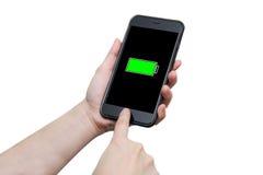 使用巧妙的电话的手有充分的电池标志的 库存图片