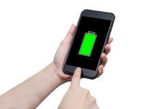 使用巧妙的电话的手有充分的电池标志的 库存照片
