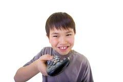 使用年轻人的男孩控制逗人喜爱的查出的遥控 免版税图库摄影