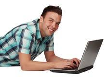 使用年轻人的计算机人 库存图片