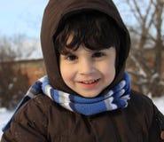 使用户外与雪的小男孩 免版税库存照片