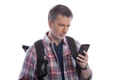 使用手机的游人呼吁Rideshare 免版税图库摄影