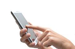 使用手机触摸屏的妇女手 免版税库存图片