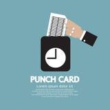 使用打孔卡的工作者为时间检查 免版税库存照片