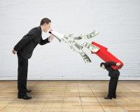 使用扩音机的人喷洒叫喊的美金在别的 免版税库存照片