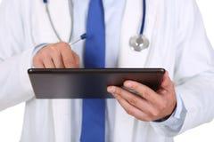 使用搜寻信息的便携式计算机的治疗学家 免版税图库摄影