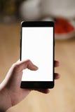使用智能手机的女性青少年的手有空白的白色屏幕的 免版税库存图片