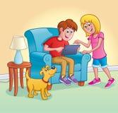 使用有女孩和狗的男孩数字式片剂 库存照片