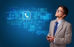 使用有邮件概念的人电话 免版税库存照片