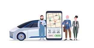 使用有gps地图预定的出租汽车汽车分享概念运输汽车共用模式的人们流动应用程序智能手机屏幕 库存例证