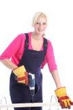 使用机械钻的妇女木匠 图库摄影