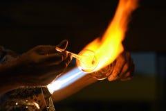 使用火炬的吹玻璃器 库存照片