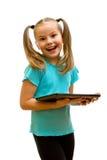 使用片剂个人计算机的女孩。 免版税库存照片