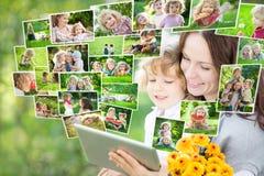 使用片剂个人计算机的愉快的系列 免版税库存照片