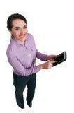 使用片剂的妇女 免版税图库摄影
