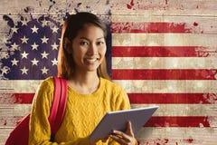 使用片剂的微笑的亚裔女学生的综合图象 免版税库存照片