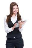 使用片剂的美丽的年轻女商人。 免版税库存图片