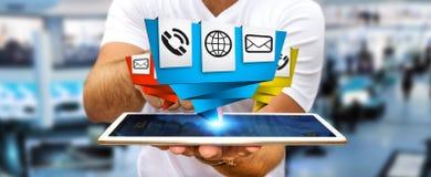 使用现代数字式origami象应用的商人在他的 免版税库存照片