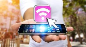 使用现代机动性的年轻人连接用wifi 免版税库存图片