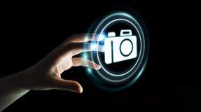 使用现代照相机应用3D翻译的女实业家 免版税库存图片