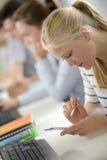 使用电话的女孩在学校 免版税库存照片