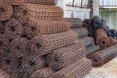 使用的具体倾吐的混凝土 钢绳滤网 库存照片