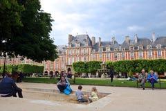 使用的孩子,孚日广场,巴黎 库存图片