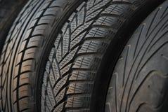 使用的汽车新的轮胎 免版税库存照片