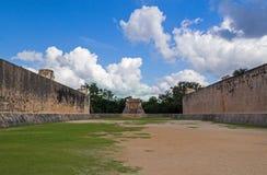 使用的玛雅地面与球在墨西哥 免版税库存照片