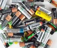 使用的电池的不同的类型准备好回收 免版税库存照片