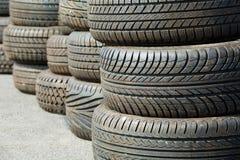 使用的老轮胎 库存图片